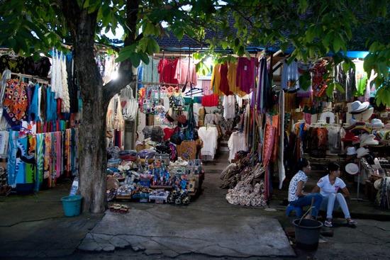 tanah-lot-market
